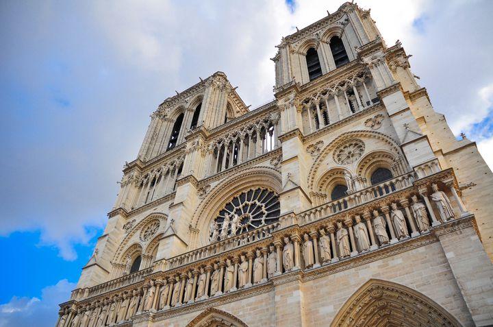 """パリ観光では外せません!""""ノートルダム大聖堂""""が息を飲むほど美しい"""