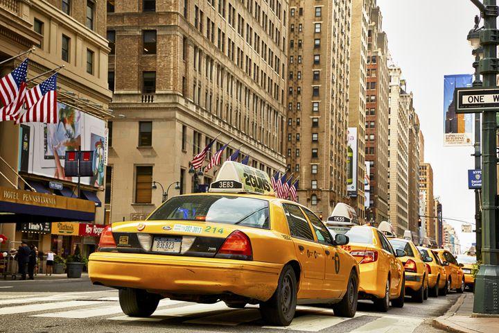 """乗らずに観光なんてありえない!世界中の""""ユニークなタクシー""""7選"""