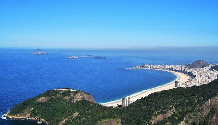 世界的ビーチを見下ろす「コパカバーナ要塞」カフェからの絶景で大人気!