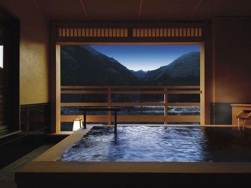ひとりで宿に泊まる贅沢を。秋の夜長にぴったりな宿と旅プラン7選