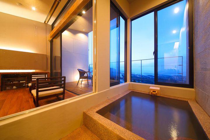 14部屋ある客室はすべてテラス・半露天風呂付の和洋室で、広さは35㎡と広々とした造りです。