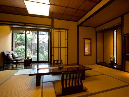 客室は、和室、和洋室、4タイプの半露天風呂付客室になります。