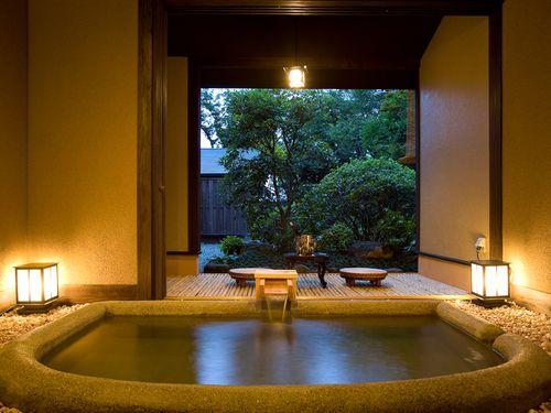 それぞれ趣きの異なる、3種類の貸切風呂があります。
