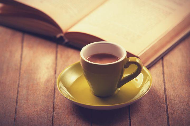 おしゃべり禁止のブックカフェ。高円寺「アール座読書館」で静かなひと時を