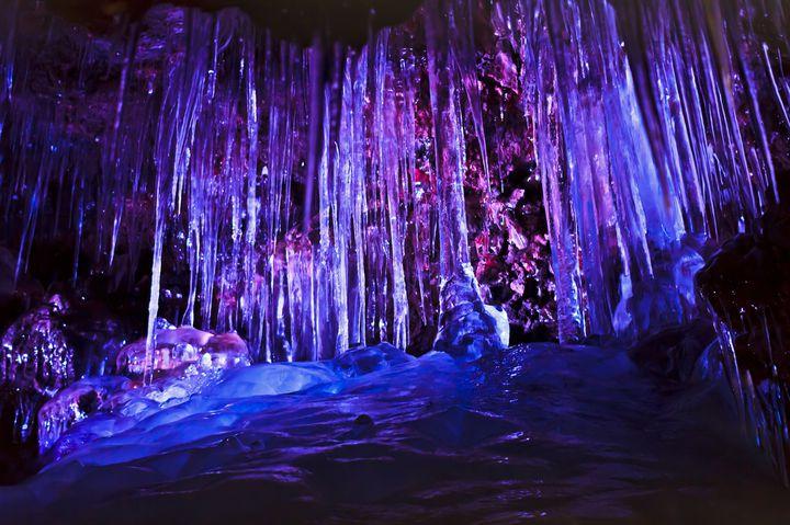 幻想的な世界を味わう。山梨「鳴沢氷穴」でしたい5つのこと