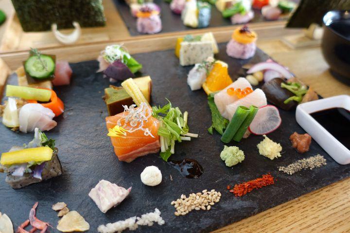 京都女子旅で必ず食べたい!話題のAWOMBの「手織り寿司」を徹底解剖