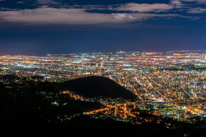 北の大地の幻想的な夜景パノラマ。定番だけど外せない「藻岩山」の魅力とは