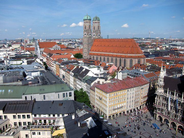 ミュンヘンの観光名所「カールス広場」観光も、ショッピングも楽しい!