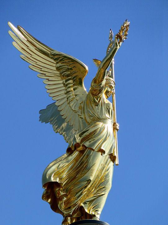 天使も舞い降りた展望台!「ジーゲスゾイレ(戦勝記念塔)」の見どころ
