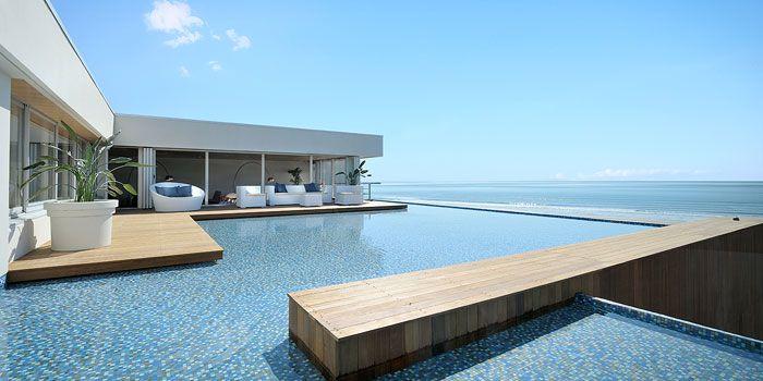 気軽に海外リゾート気分!プールやビーチがある東京近郊のレストラン7選