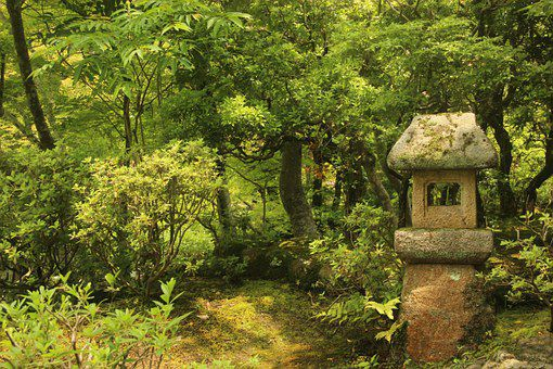 地元では「にぎつさん」と呼ばれている饒津(にぎつ)神社とは?