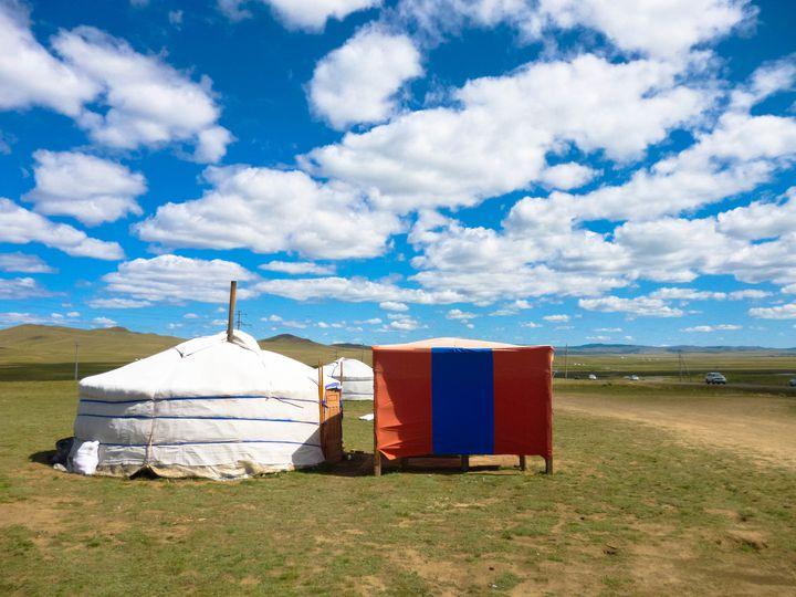 モンゴルの大草原を馬に乗って駆け抜けよう!おすすめ観光スポット15選