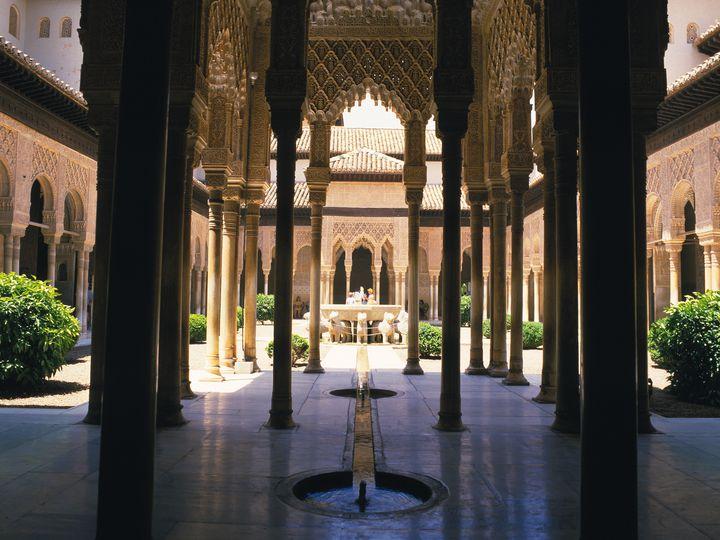 エキゾチックな世界遺産!スペイン「アルハンブラ宮殿」でしたい7つのこと
