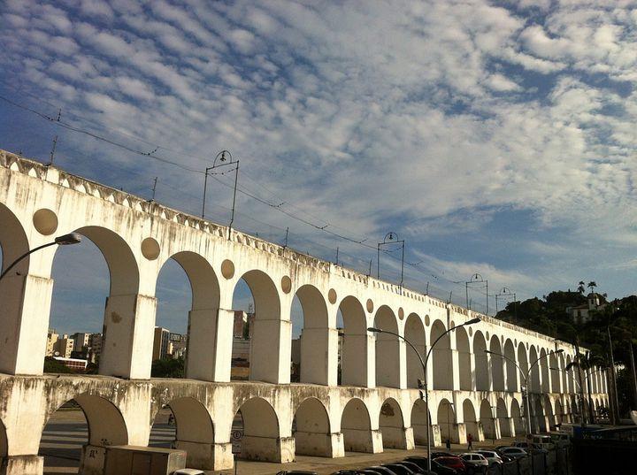 リオデジャネイロの歴史スポット「カリオカ水道橋」と周辺の見どころ!
