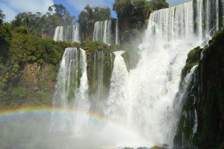 """自然のパワーに圧倒される。度肝を抜くような美しい""""世界の滝""""7選"""