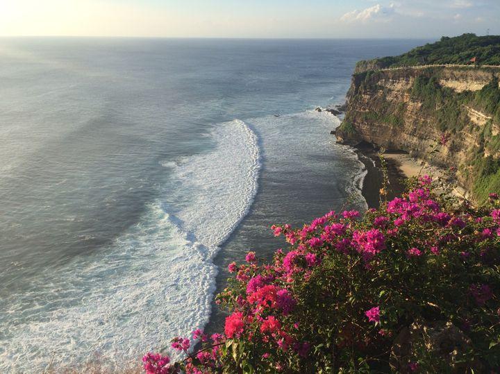 夏はすぐそこ!バリ島の「ウルワツ寺院」で綺麗なサンセットを見てみたい