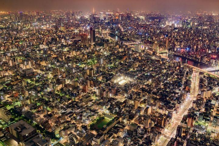 まるでドローンになった気分!高層ビル&タワーから眺める世界の美しき夜景9選