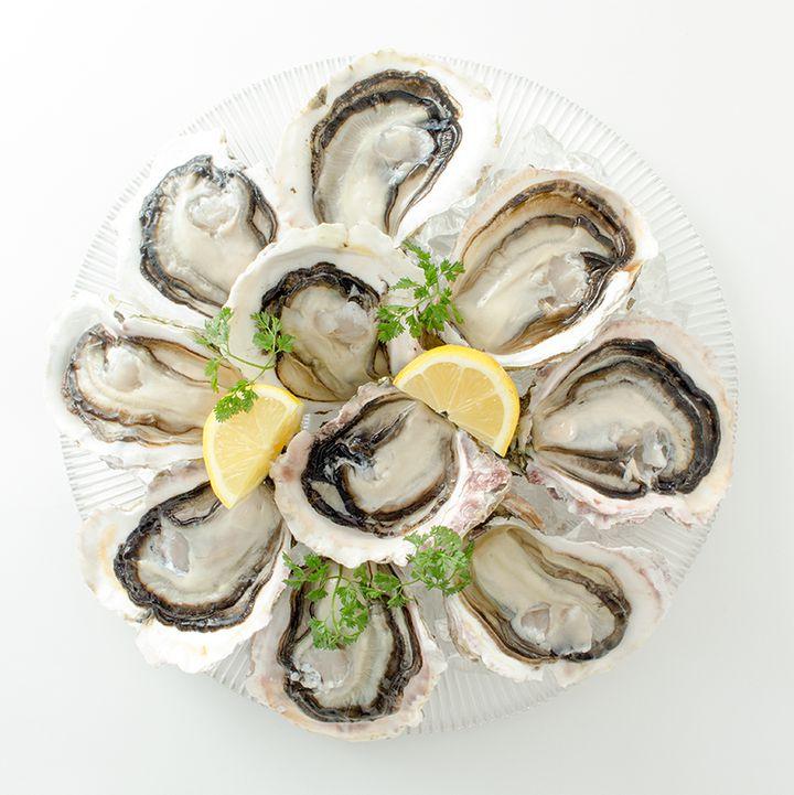 【終了】旬の牡蠣が全品半額?人気オイスターバーチェーンで『生牡蠣半額祭』開催