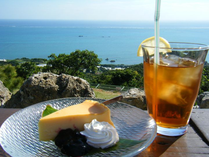 沖縄旅行で絶対に欠かせない!沖縄本島のフォトジェニックなカフェ18選