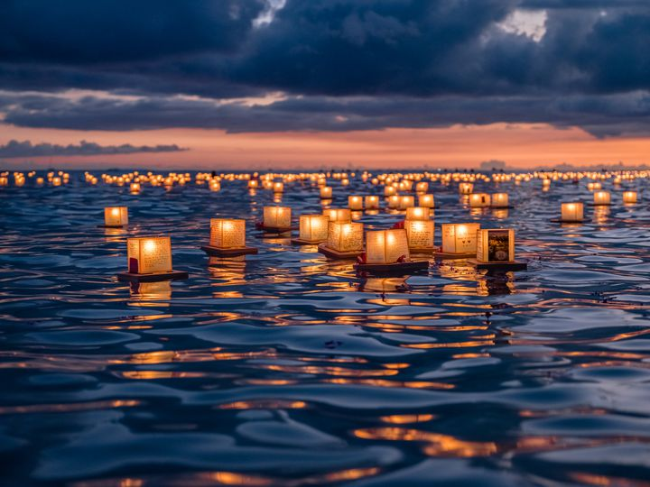 絶景ビーチが生み出す世界!ハワイの「ランタンフローティング」をご存知?