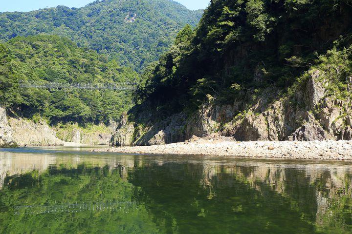 一体誰の絶景なんだ!奈良と三重と和歌山の狭間「瀞峡(どろきょう)」とは