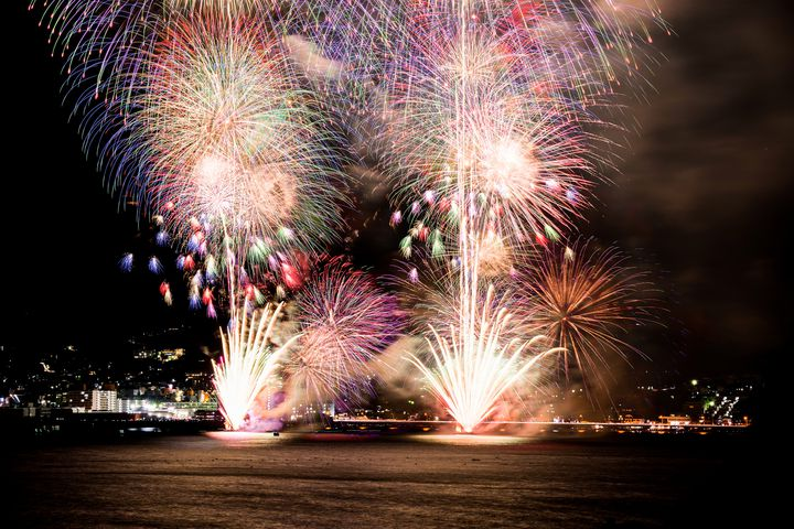 【終了】夏だけじゃなく秋も!「湯河原温泉海上花火大会」でロマンチックな夜を