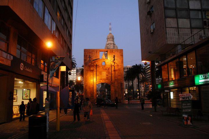 モンテビデオ観光の途中でちょっと立ち寄りたいおしゃれな場所、カガンチャ広場!