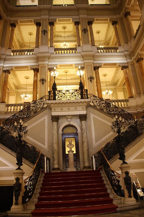 ポルトガル王室の図書館「リオデジャネイロ国立図書館」がゴージャスすぎ!