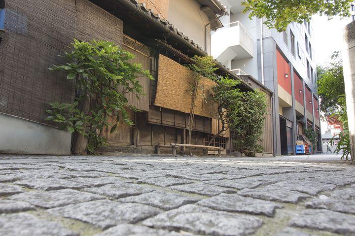 """あの子と歩く大人な街。""""神楽坂""""でするべき1日デートプランはこれだ"""