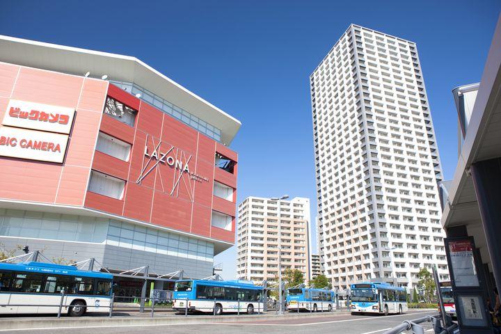 JR川崎駅に直結の大型商業施設!ラゾーナ川崎周辺にある駐車場5選