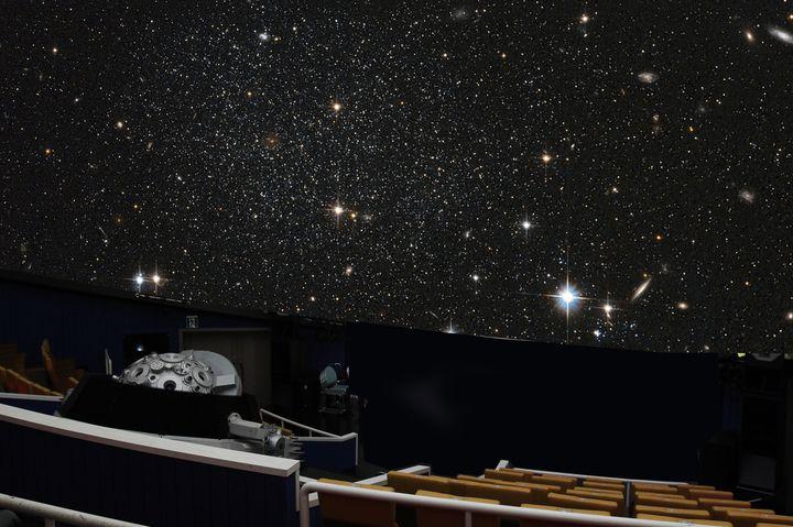 お酒を片手にゆったり星空体験!白金台にある「プラネタリウムBAR」に行きたい