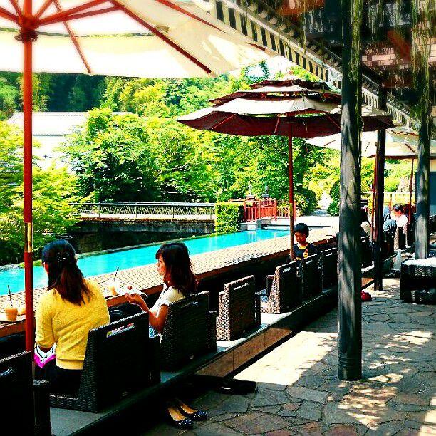 リフレッシュに最適。絶景×足湯が楽しめるカフェ「東府や Bakery&Table」とは