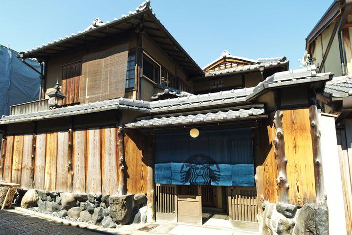 「スターバックスコーヒー」世界遺産・清水寺に通じる二寧坂の地にOPEN