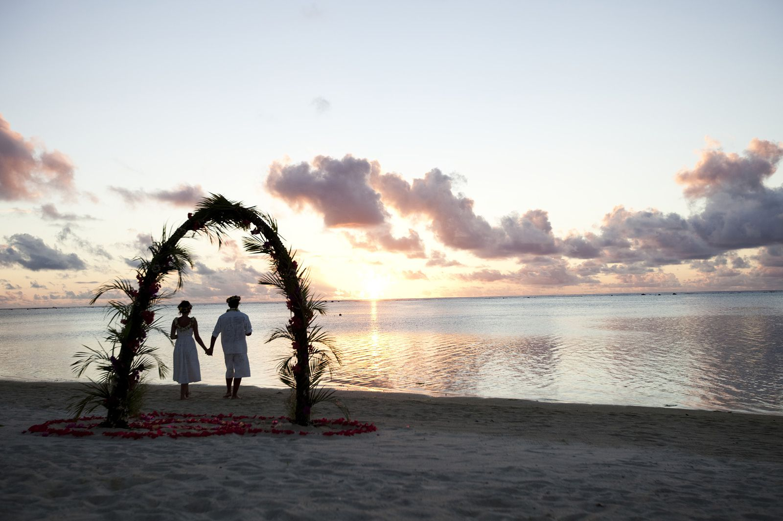 そうそう。クック諸島は、ハネムーナーの聖地でもあります。島の小さな教会で2人だけの結婚式をあげて、ビーチでロマンチックなフォトシューティング、なんて憧れちゃいますよね。
