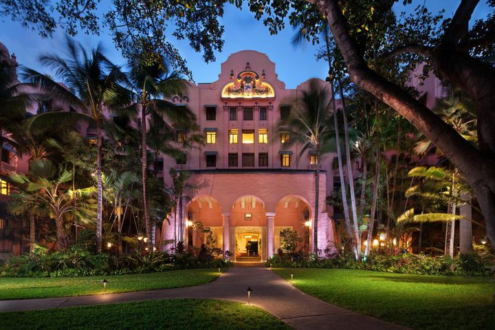 """女子が夢見る""""ピンク・パレス""""。「ロイヤルハワイアンホテル」の魅力とは"""