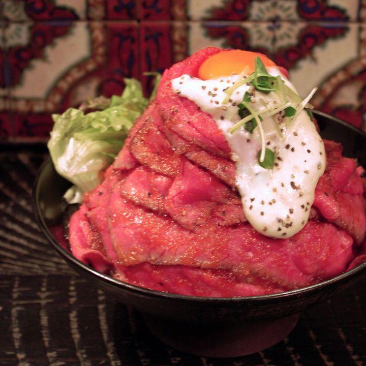 ローストビーフにステーキも!「肉丼」がとろけるほど美味いお店10選