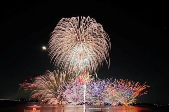 花火をごく間近で体験できる!「阿賀野川ござれや花火大会」開催