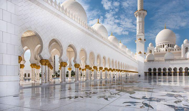 あまりの壮大さに息を呑む!世界の「美しすぎるモスク」10選はこれだ