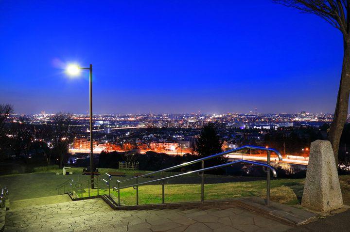 東京の穴場夜景スポット!「桜ヶ丘公園 ゆうひの丘」で素敵な夜を過ごしたい