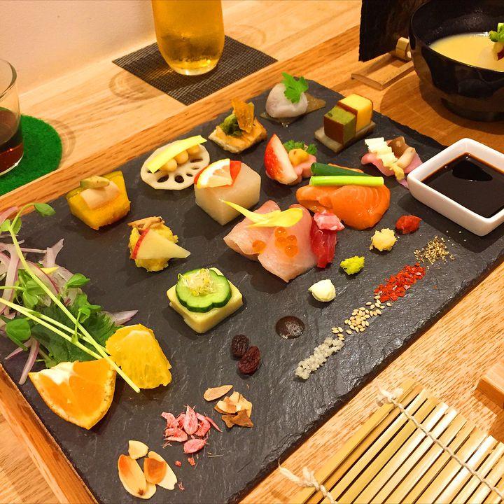 写真を撮る手が止まらない。京都祇園で「手和え寿司」が食べたい!