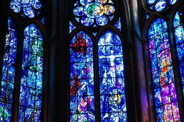 言葉を失うブルーの世界。ドイツにある「聖シュテファン教会」が美しすぎる