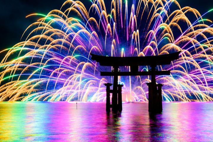 """日本人なら死ぬまでに行ってみたい!日本全国の""""迫力満点の花火大会""""9選"""
