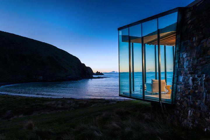 あなたをデジタルから解放してくれる。自然と一体化した世界の絶景ホテル10選