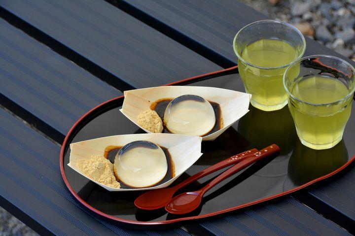 山梨でしか食べられない!幻の絶品和スイーツ「水信玄餅」が魅力的