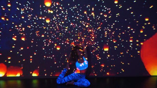 """【開催中】幻想空間に包まれてリラックス。渋谷で""""星空のランタンヨガ""""開催"""