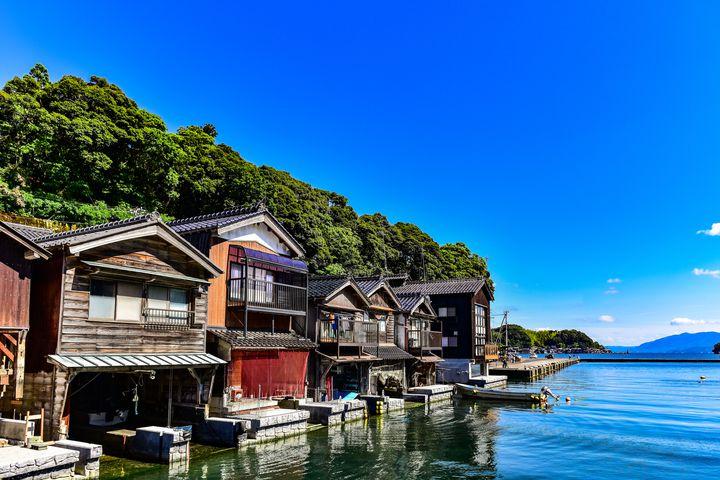 伊根湾を望む絶景カフェで話題!京都「INECAFE」でくつろごう