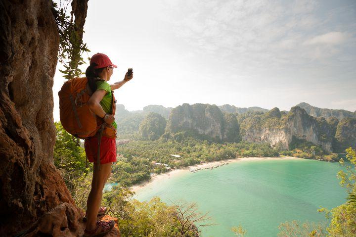 """ひとり旅が不安なあなたへ。""""ひとり旅""""を快適にする10の便利アイテム"""