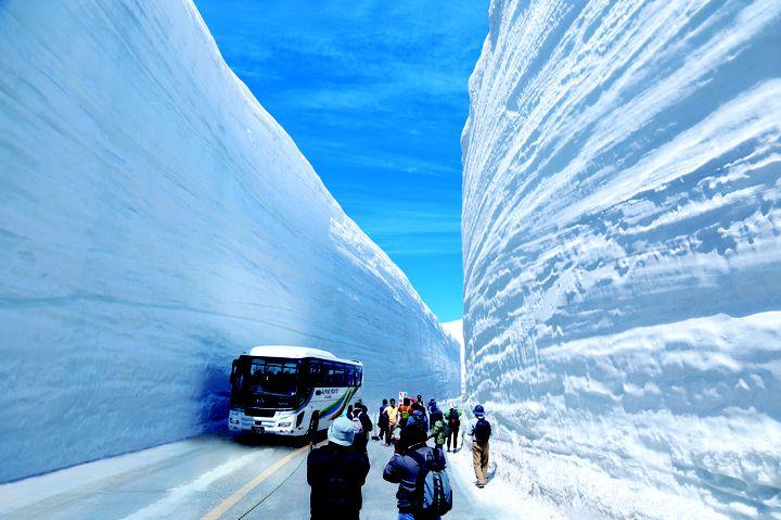 【終了】一生に一度は見たい感動の絶景!富山県で「雪の大谷フェスティバル」が開催