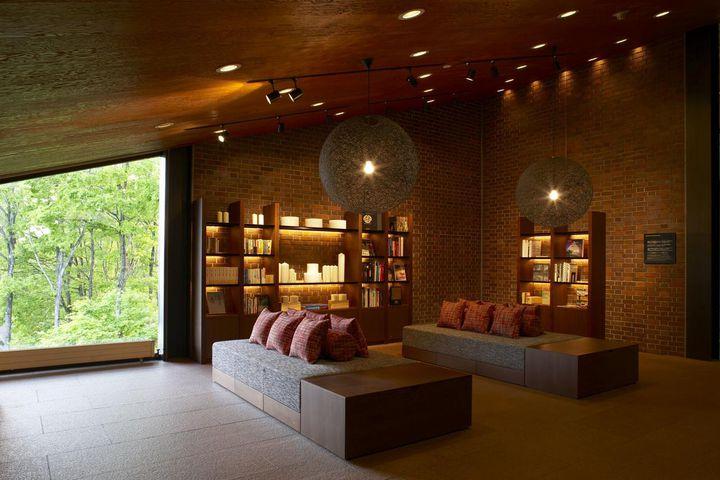 """一人で落ち着きたいときに。日本全国の居心地のいい""""本屋さん&ブックカフェ""""7選"""