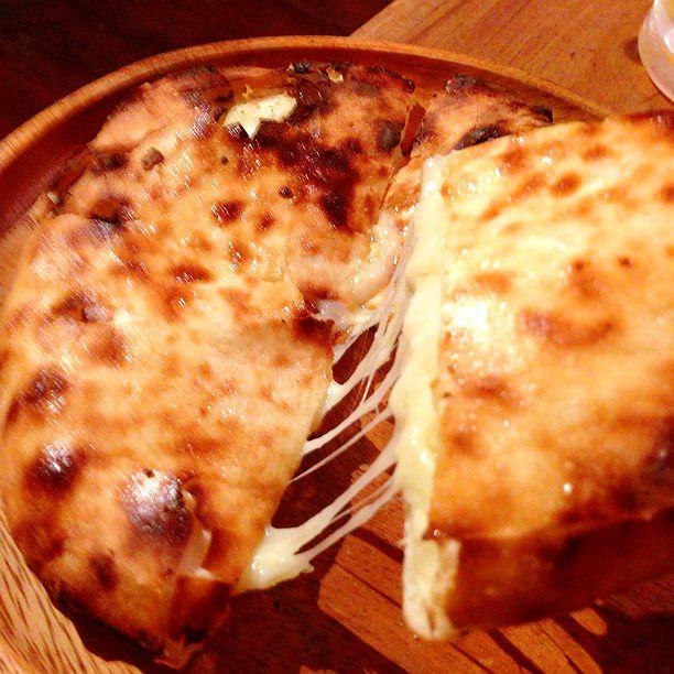 """次のチーズブームはこれだ!東京都内のとろ〜りとろける絶品""""チーズナン""""8選"""